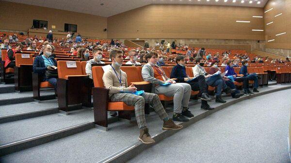Участники на церемонии закрытия Всероссийской олимпиады школьников по химии