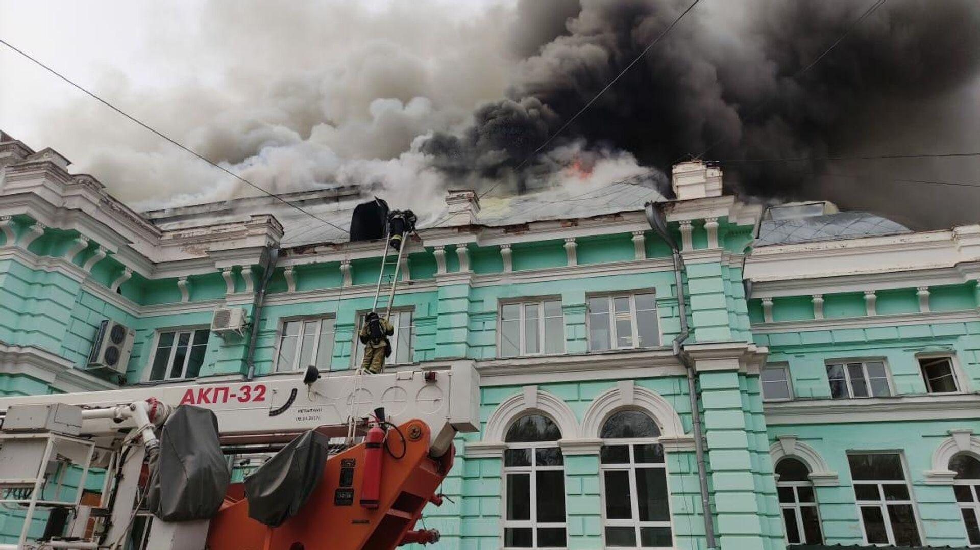 Медиков, проводивших операцию в горящем центре в Благовещенске, наградят