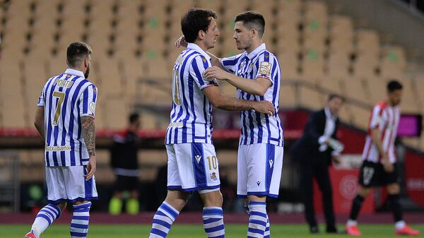 Real Sociedad's Spanish midfielder Mikel Oyarzabal (C) celebrates with Real Sociedad's Spanish midfielder Igor Zubeldia (R) after scoring a goal during the 2020 Spanish Copa del Rey (King's Cup) final football match between Athletic Bilbao and Real Sociedad at La Cartuja stadium in Sevilla on April 3, 2021. (Photo by CRISTINA QUICLER / AFP)