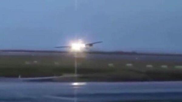 Экстренная посадка пассажирского Boeing в Красноярске
