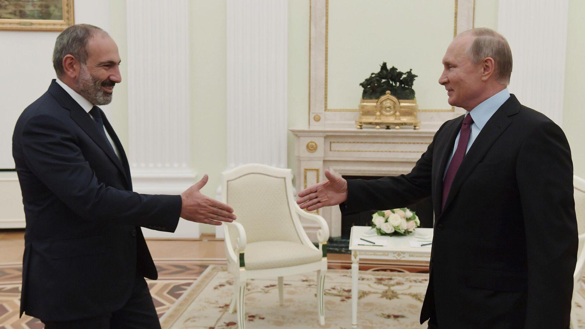 Президент РФ Владимир Путин и премьер-министр Армении Никол Пашинян во время встречи в Кремле - РИА Новости, 1920, 02.08.2021