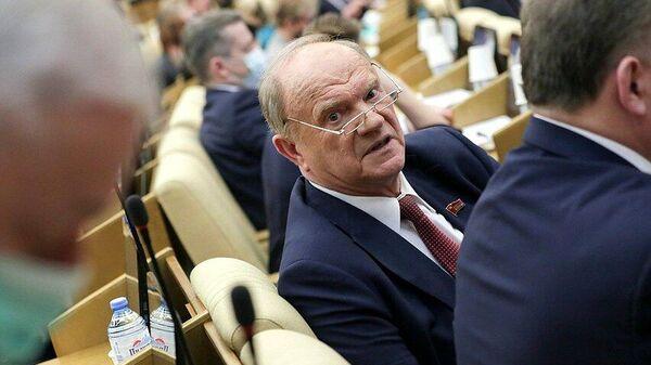 Руководитель фракции КПРФ Геннадий Зюганов на пленарном заседании Государственной Думы РФ