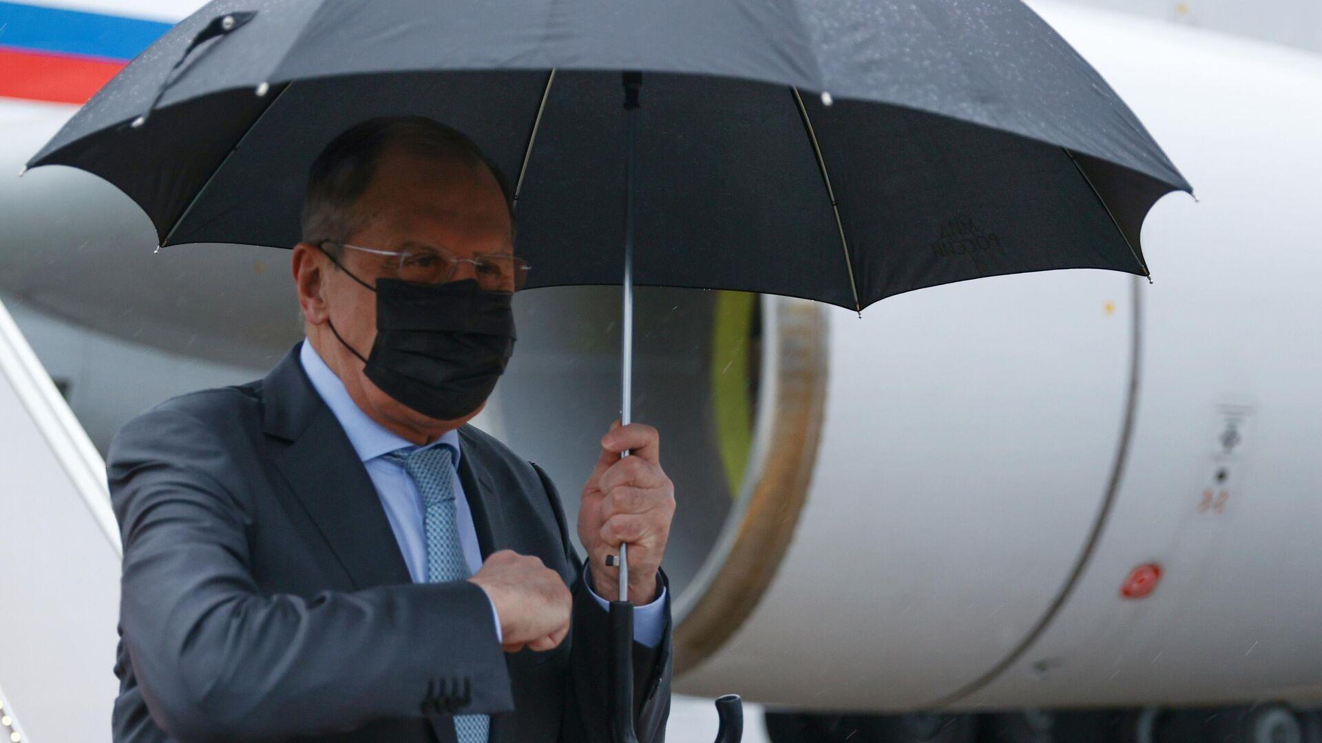 Министр иностранных дел РФ Сергей Лавров во время встречи в аэропорту Исламабада - РИА Новости, 1920, 08.04.2021