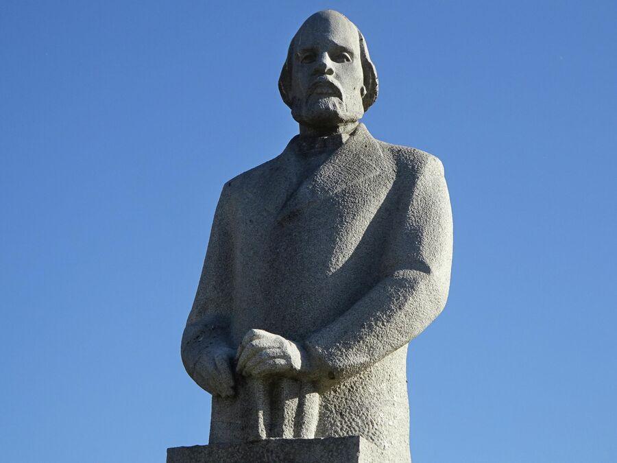 Памятник Илье Ульянову