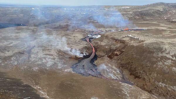 Новая трещина возле вулкана Фаградальсфьядль в Исландии