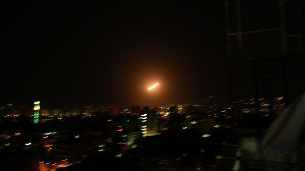 Cирийские средства противовоздушной обороны отражают удар израильской армии. 8 апреля 2021