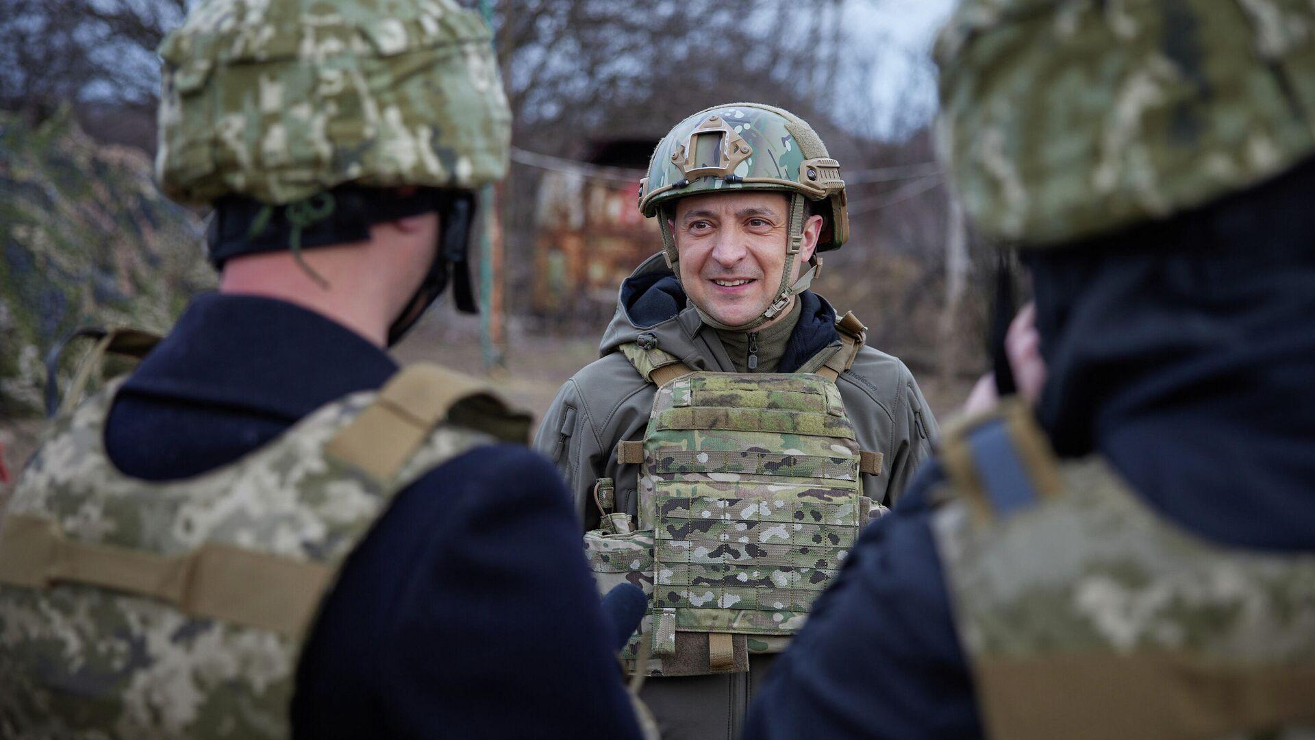 Президент Украины Владимир Зеленский во время посещения позиций украинских войск в Донбассе - РИА Новости, 1920, 05.05.2021