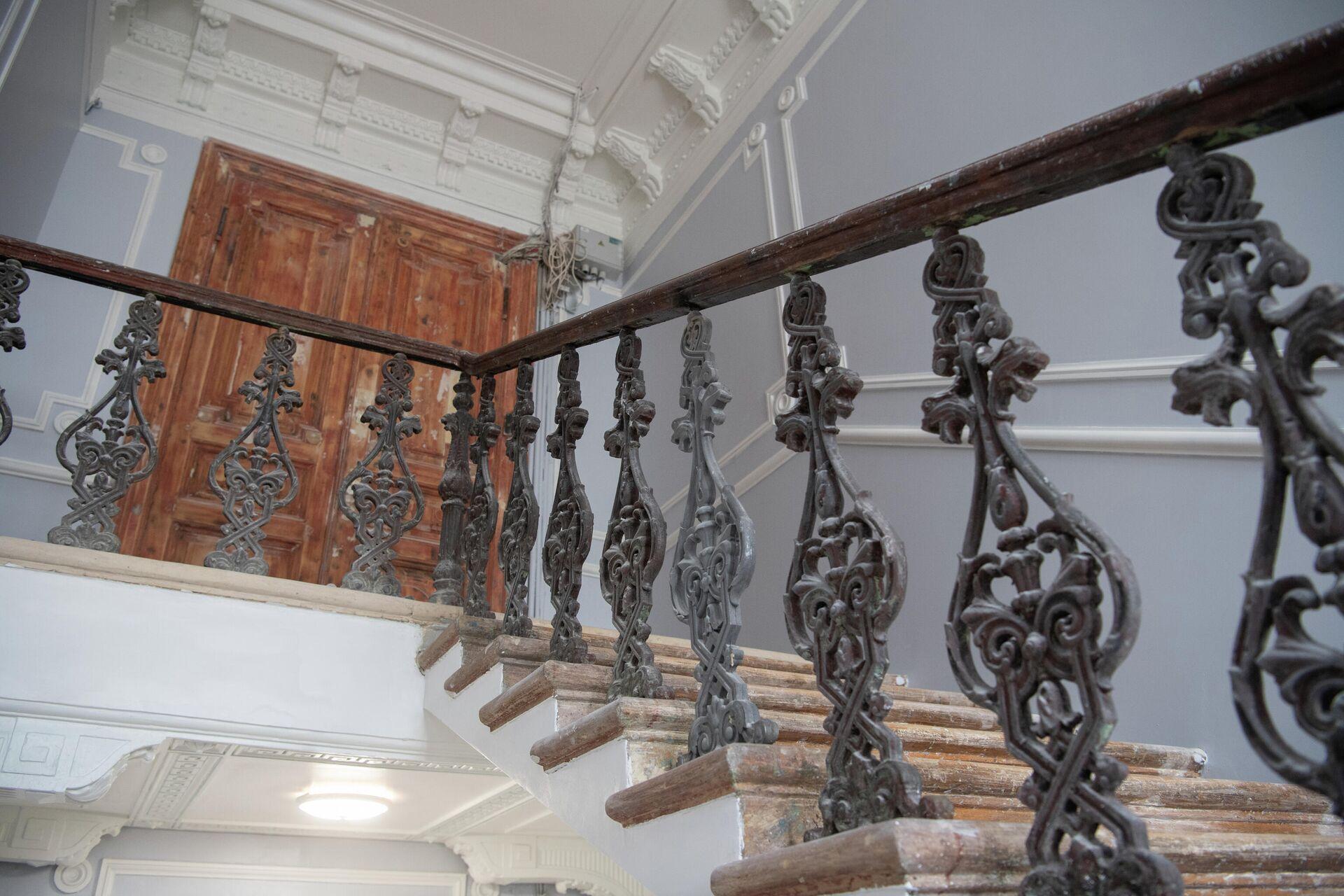 Лестница в жилом доме 1882-84 гг. постройки - РИА Новости, 1920, 09.04.2021