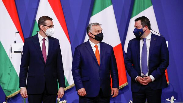 Премьер-министр Польши Матеуш Моравецки, премьер-министр Венгрии Виктор Орбан и  лидер итальянской партии Лига Севера Маттео Сальвини на встрече в Будапеште