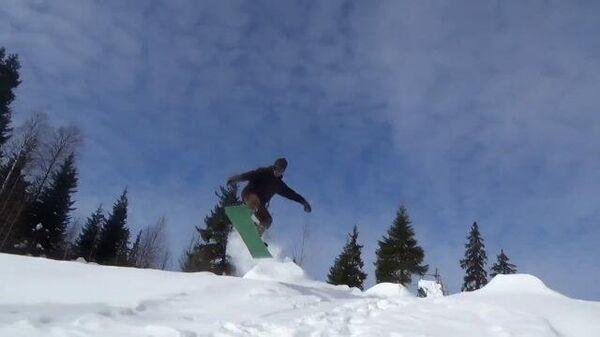 Скоростные спуски и трюки: пенсионер на самодельном сноуборде