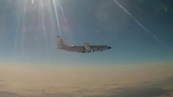 Российский МиГ-31 перехватил американский RC-135 над Тихим океаном. Кадр видео