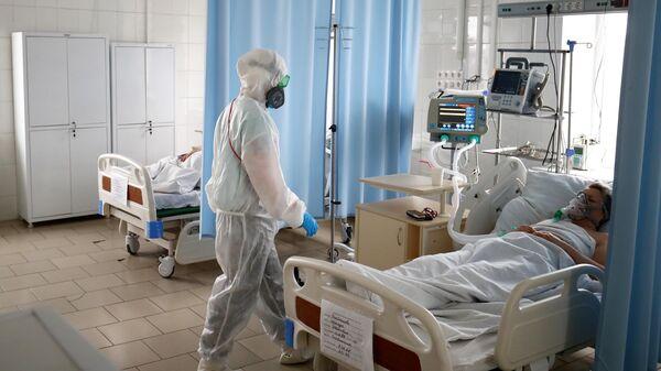 Медицинский работник в клинической больнице скорой медицинской помощи №7 в Волгограде