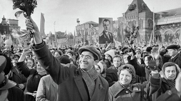 Александр Устинов. Москва приветствует первого космонавта Юрия Гагарина, 1961