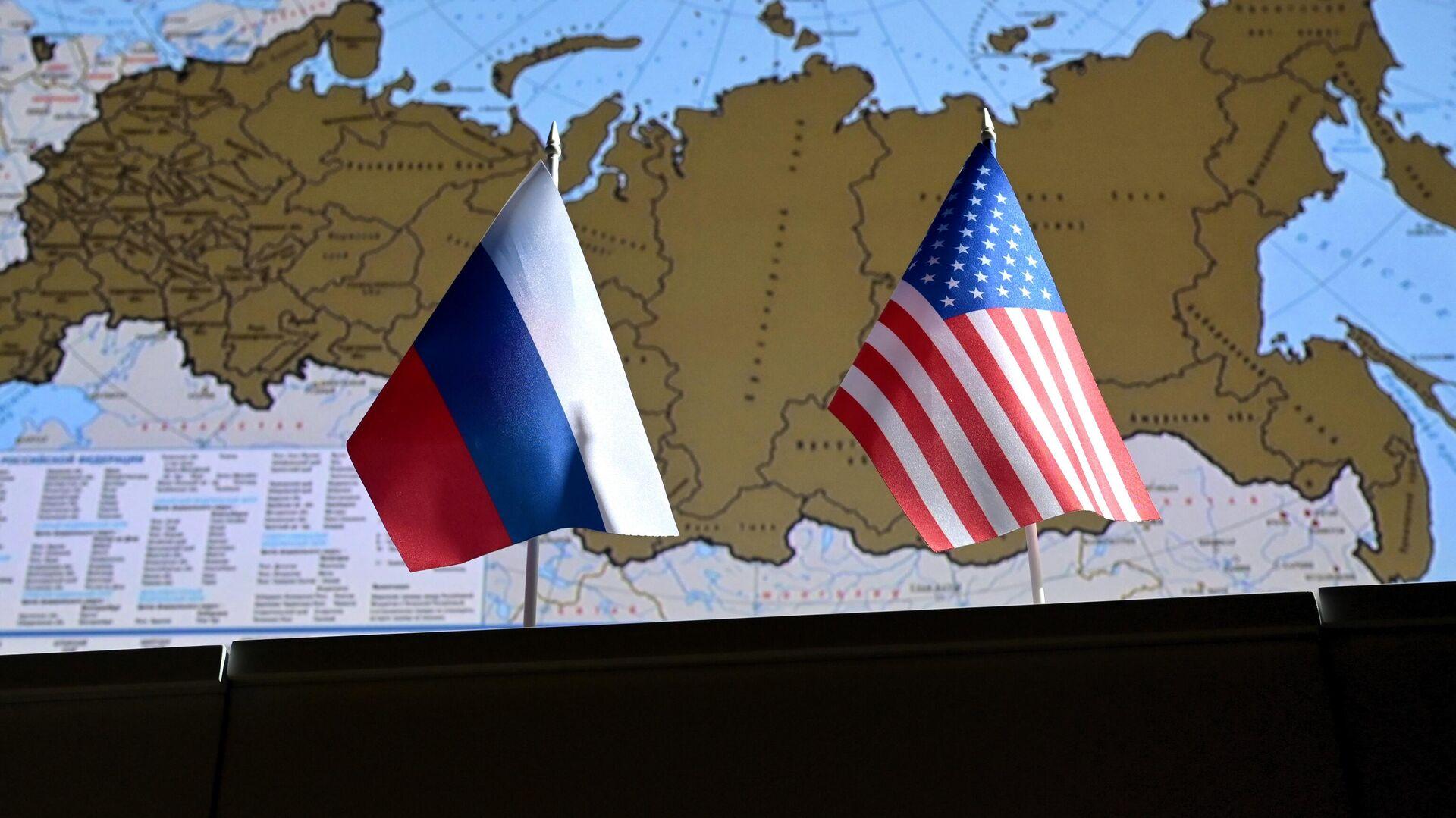 Государственные флаги России и США - РИА Новости, 1920, 30.07.2021