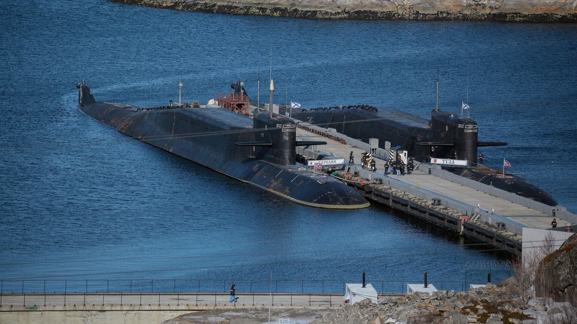 Атомная подводная лодка Карелия и атомный ракетный подводный крейсер стратегического назначения проекта 667БДРМ Дельфин К-114 Тула - РИА Новости, 1920, 17.05.2021
