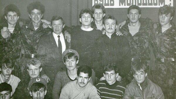 Валерий Сычев и выпускники клуба Десантник