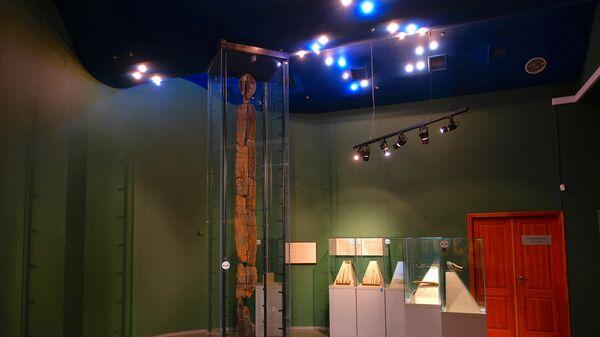 Шигирский идол в экспозиции Музея истории и археологии Урала