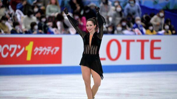 Елизавета Туктамышева выступает на командном чемпионате мира по фигурному катанию в Осаке, Япония