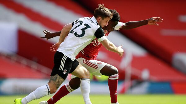 Fulham's English defender Joe Bryan (L) vies with Arsenal's English striker Bukayo Saka (R) during the English Premier League football match between Arsenal and Fulham at the Emirates Stadium in London on April 18, 2021. (Photo by Ian Walton / POOL / AFP) / RESTRICTED TO EDITORIAL USE. No use with unauthorized audio, video, data, fixture lists, club/league logos or 'live' services. Online in-match use limited to 120 images. An additional 40 images may be used in extra time. No video emulation. Social media in-match use limited to 120 images. An additional 40 images may be used in extra time. No use in betting publications, games or single club/league/player publications. /