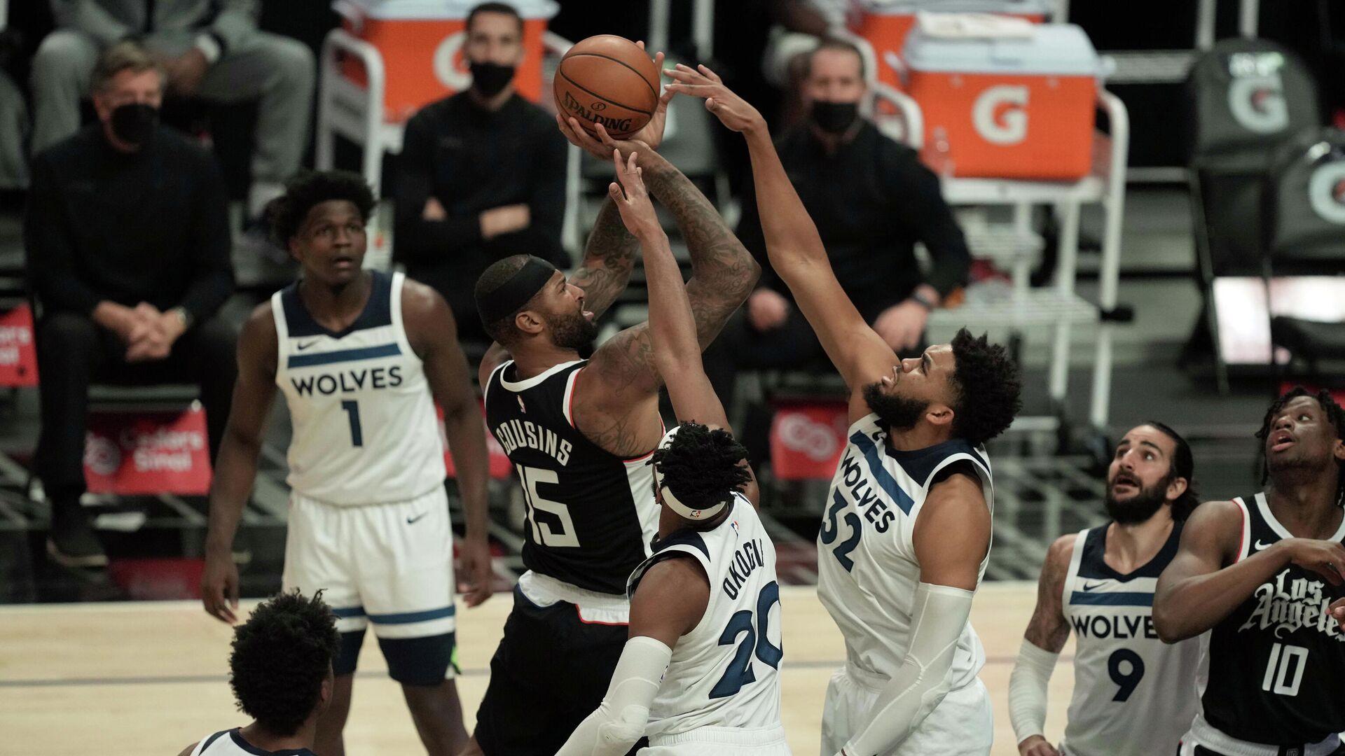 Игровой момент матча НБА Клипперс - Миннесота - РИА Новости, 1920, 19.04.2021