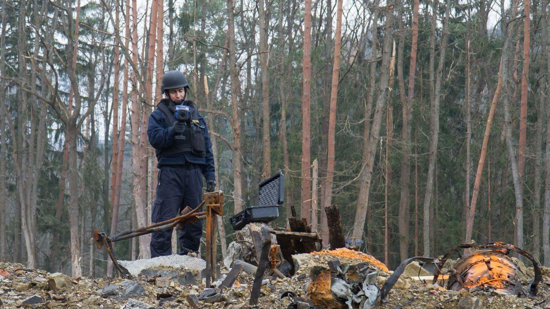 Полиция на месте взрыва в Врбетице в 2014 году - РИА Новости, 1920, 06.05.2021