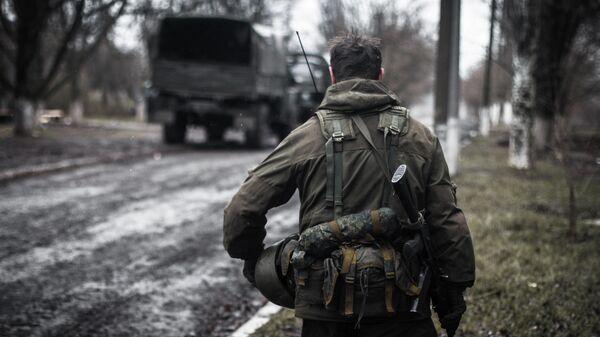 Ополченец Донецкой народной республики (ДНР) в селе Широкино Донецкой области