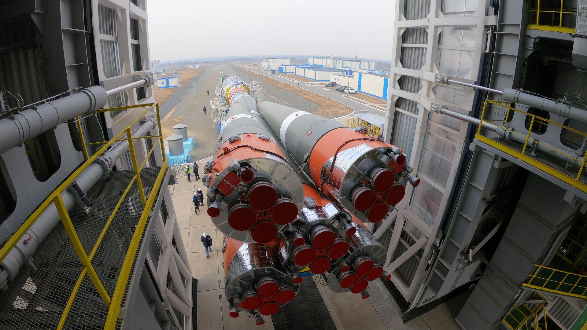 Вывоз ракеты-носителя Союз-2.1б с космическими аппаратами спутниковой компании OneWeb на Восточном - РИА Новости, 1920, 06.05.2021