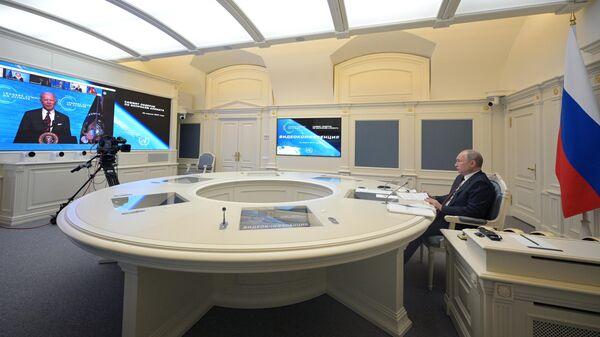 Президент РФ Владимир Путин выступает на Саммите лидеров по вопросам климата в формате видеоконференции