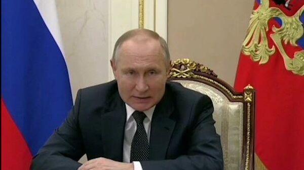 Путин пообещал подписать указ о непрерывных майских праздниках