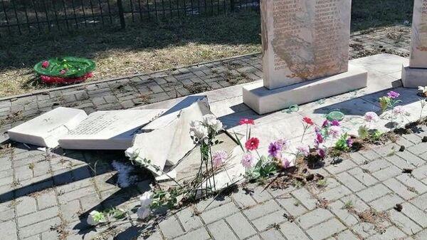 Памятник героям Великой Отечественной войны разгромили в деревне Поросино под Томском