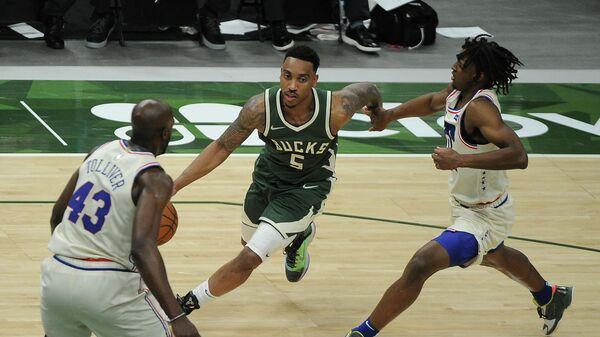 Игровой момент матча НБА Филадельфия Севенти Сиксерс - Милуоки Бакс