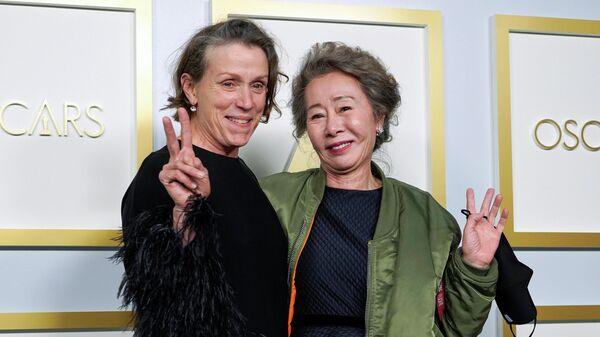 Фрэнсис Макдорманд и Юн Е Джон на церемонии вручения премии Оскар в Лос-Анджелесе