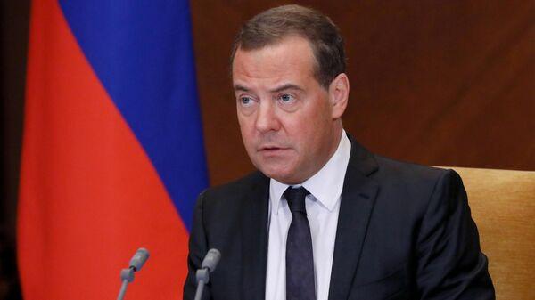 Заместитель председателя Совета безопасности РФ Дмитрий Медведев проводит совещание о масштабировании производства и внедрения российских вакцин против COVID-19