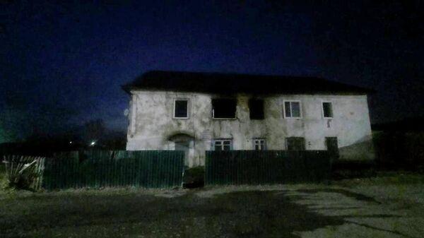 Последствия пожара в жилом доме на станции Аскиз в Хакасии