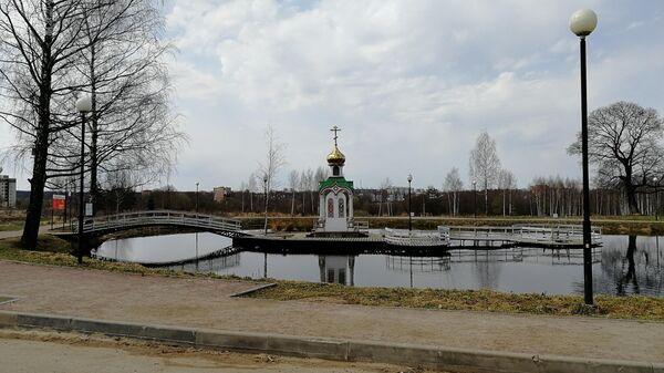 Часовня на одном из прудов в усадьбе Демьяново