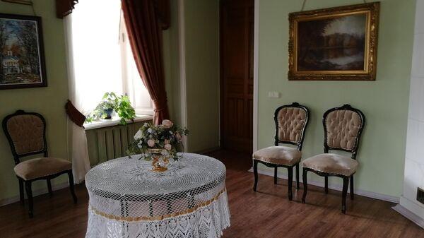 Одна из комнат в барском доме усадьбы Середниково