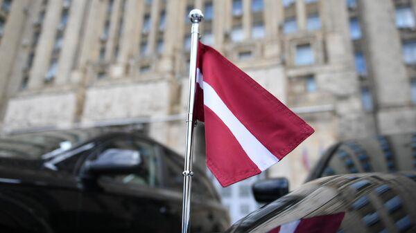 Автомобиль посла Латвии у здания МИД РФ в Москве