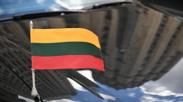 Автомобиль посла Литвы у здания МИД РФ в Москве