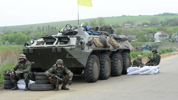 Украинские военные у села Андреевское около города Славянска Донецкой области. 2014 год