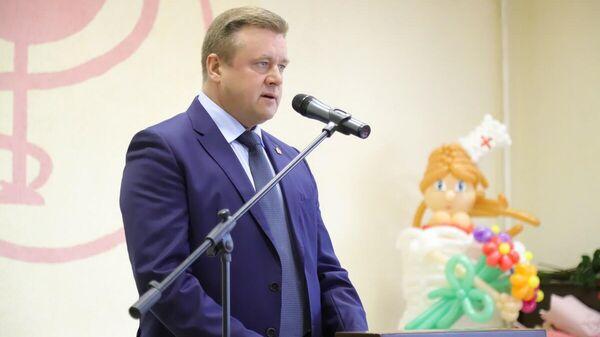 Губернатор Рязанской области Николай Любимов во время выступления на торжественном мероприятии ко дню работника скорой помощи