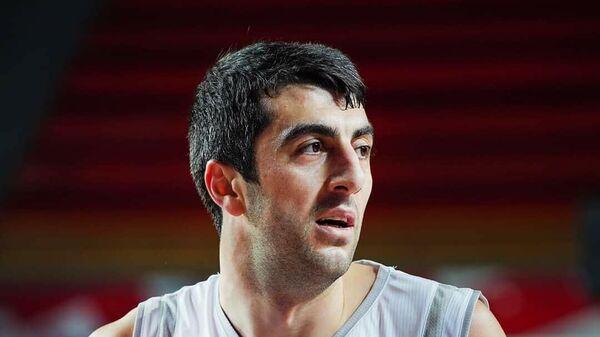 Грузинский баскетболист Гиорги Шермадини.
