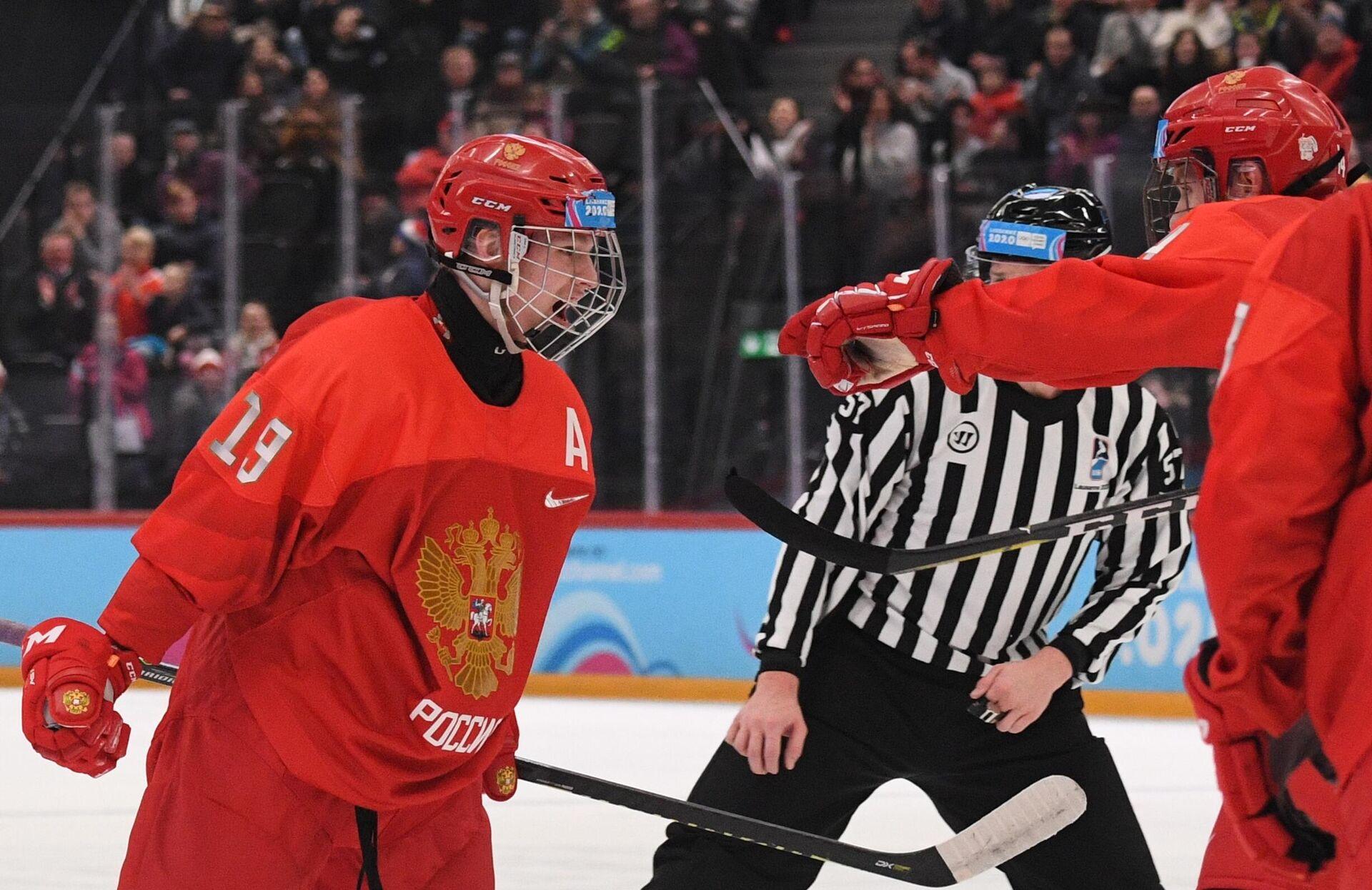 Слева: Матвей Мичков (Россия) радуется заброшенной шайбе - РИА Новости, 1920, 07.05.2021