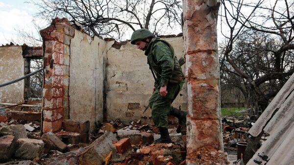 Военнослужащий ЛНР на линии соприкосновения в Луганской области