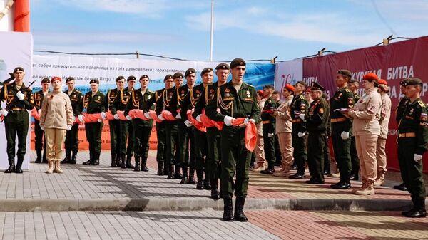 Церемония поднятия копии Знамени Победы Благовещенске