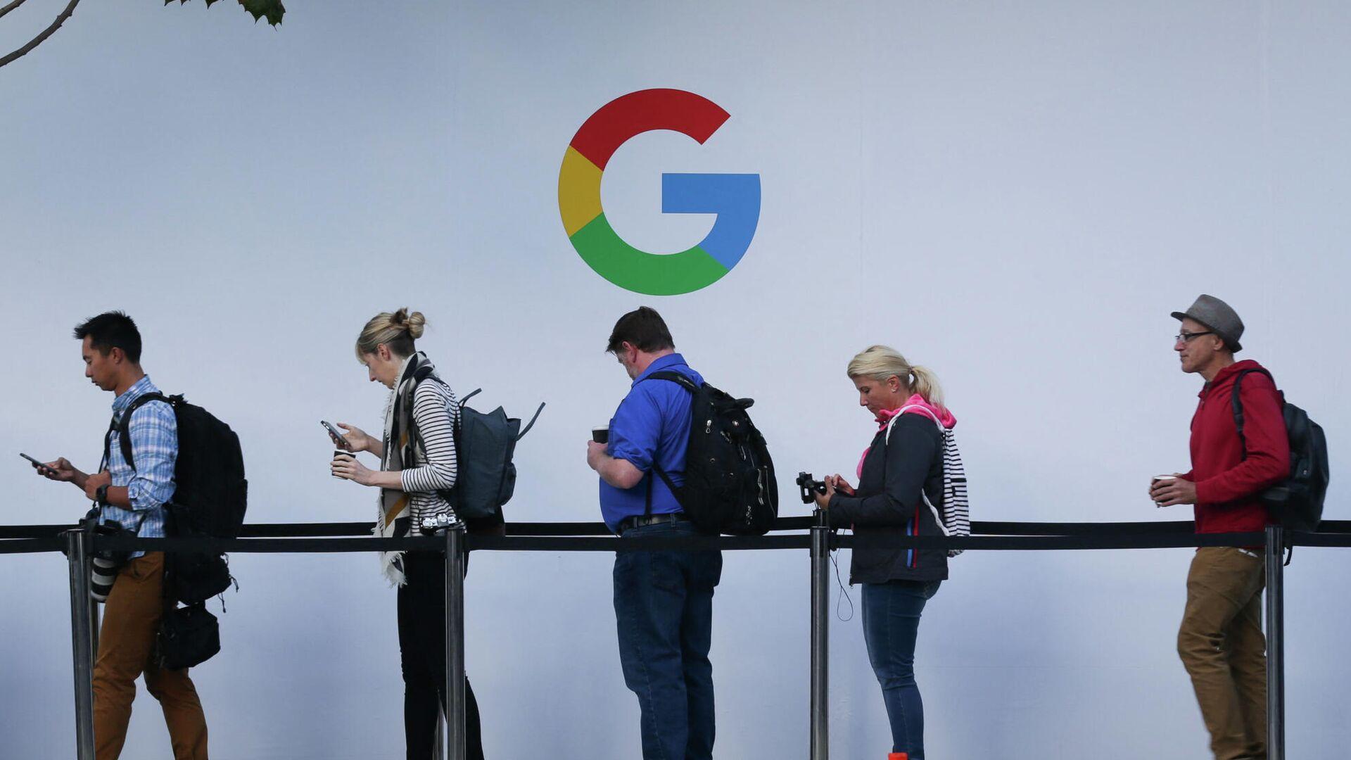 Люди в очереди перед началом презентации продукции компании Google в Сан-Франциско, США - РИА Новости, 1920, 07.05.2021