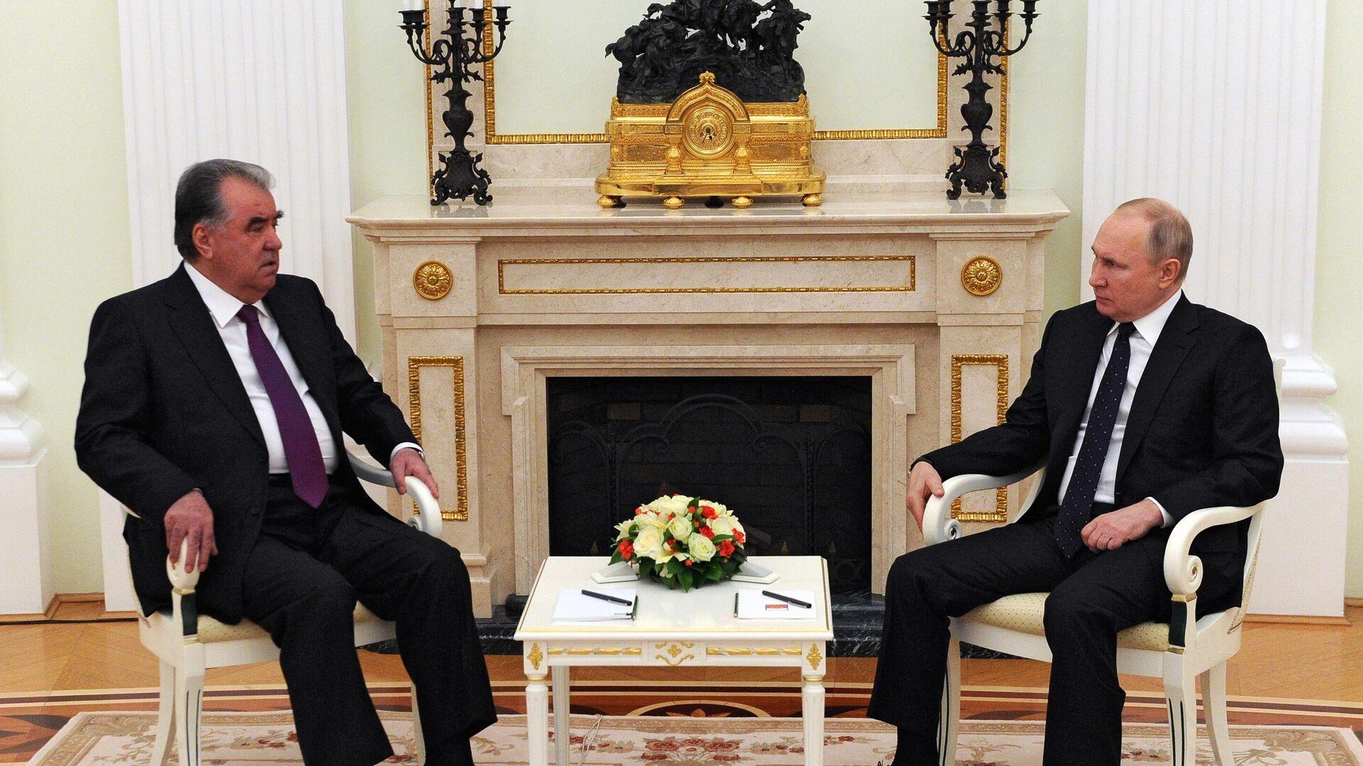Президент РФ Владимир Путин и президент Таджикистана Эмомали Рахмон во время встречи - РИА Новости, 1920, 08.05.2021