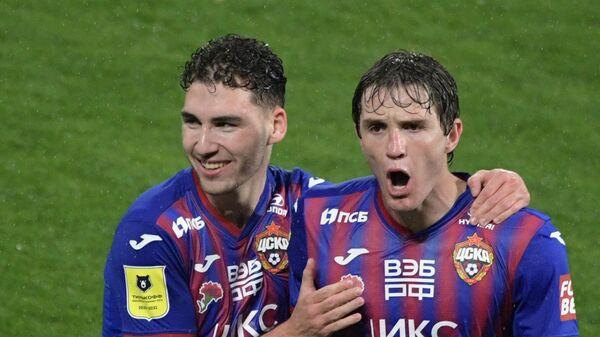 Футболисты ЦСКА Марио Фернандес (справа) и Наир Тикнизян
