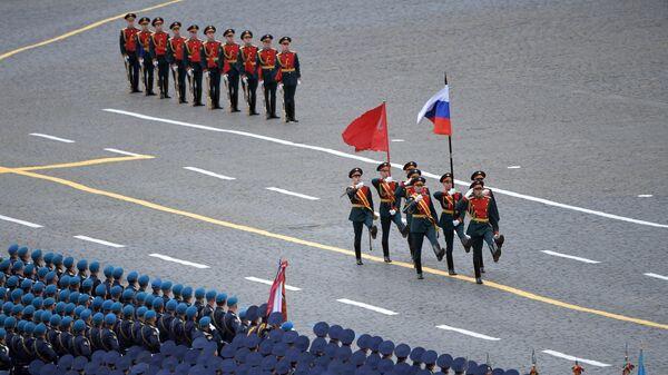 Знаменная группа на военном параде в честь 76-й годовщины Победы в Великой Отечественной войне в Москве