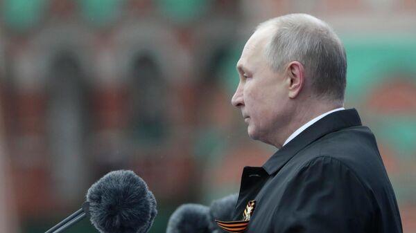 Президент РФ Владимир Путин выступает на военном параде в ознаменование 76-й годовщины Победы в Великой Отечественной войне на Красной площади в Москве