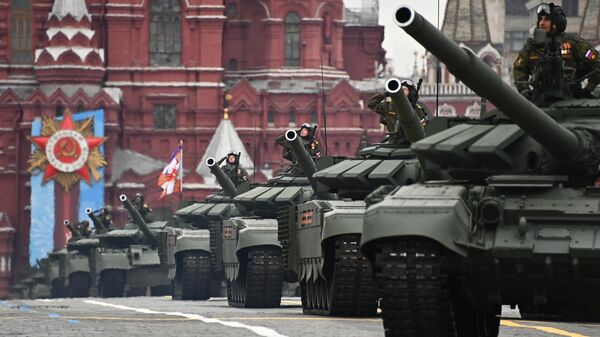 Танки Т-72Б3М на военном параде в честь 76-й годовщины Победы в Великой Отечественной войне в Москве